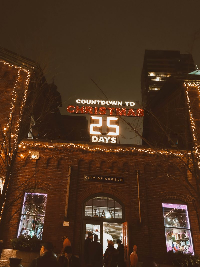 countdown to Christmas sign in the toronto Christmas market