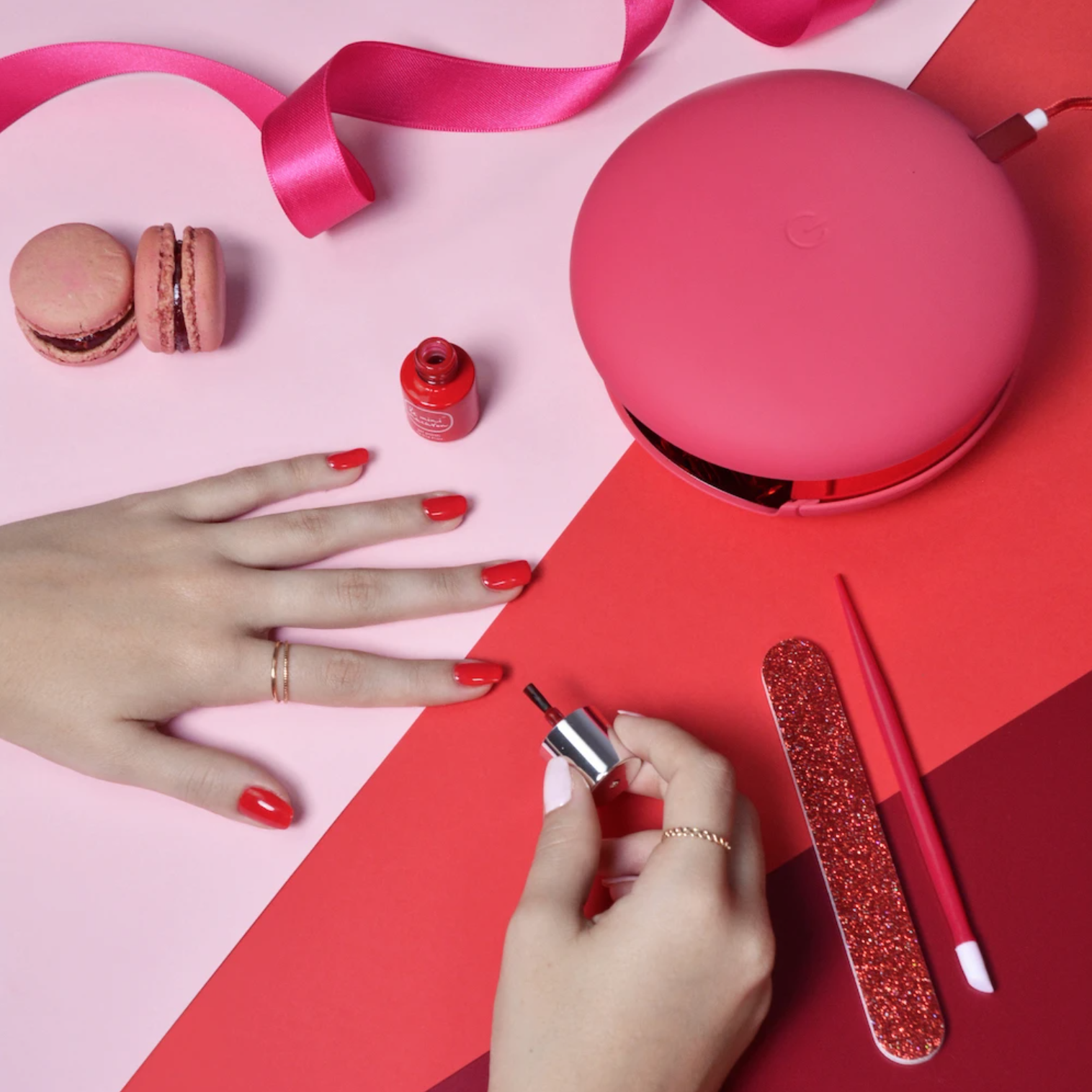 hand painting nails using le mini macaron gel kit