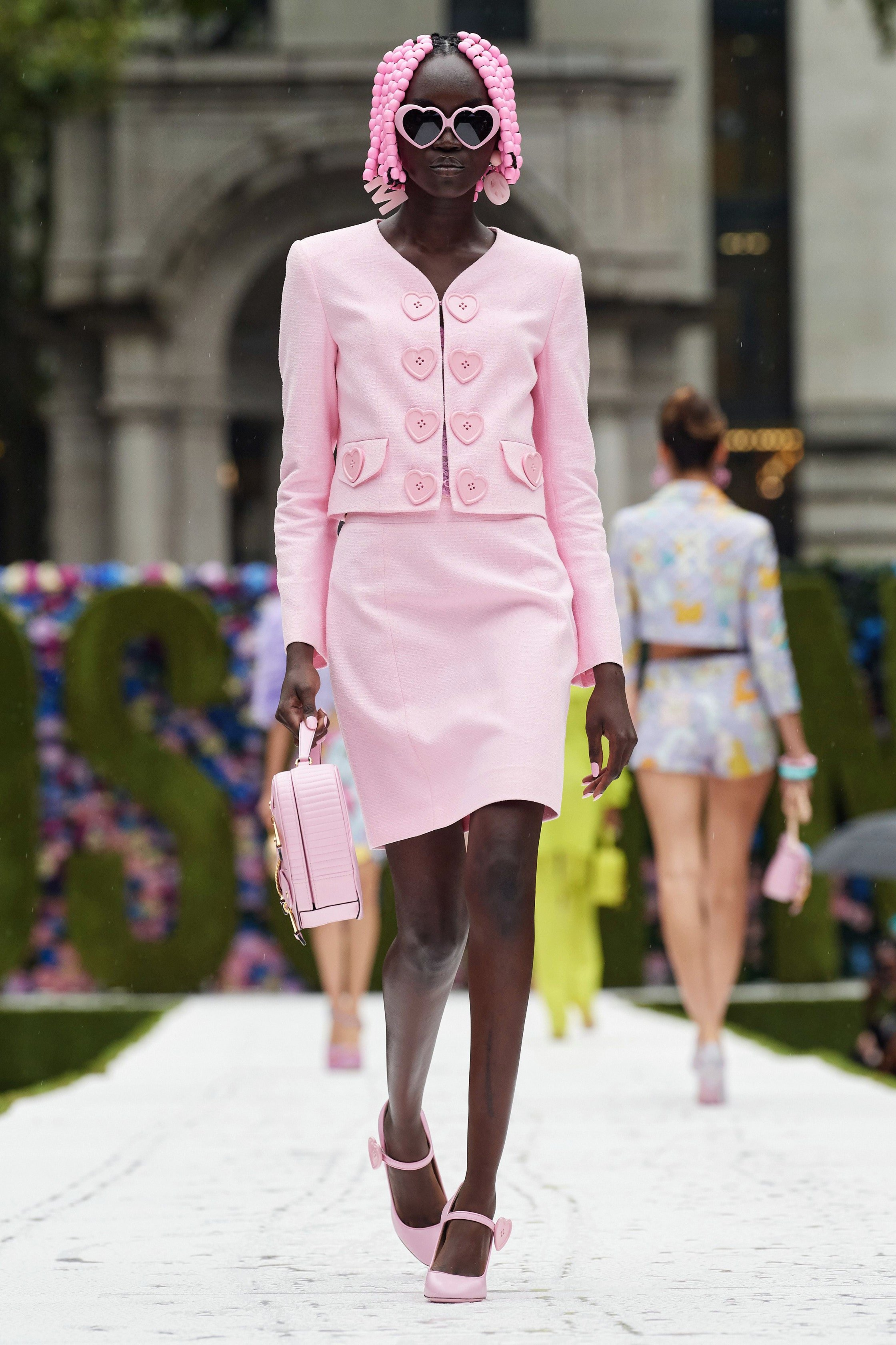 moschino ss 22 look 2